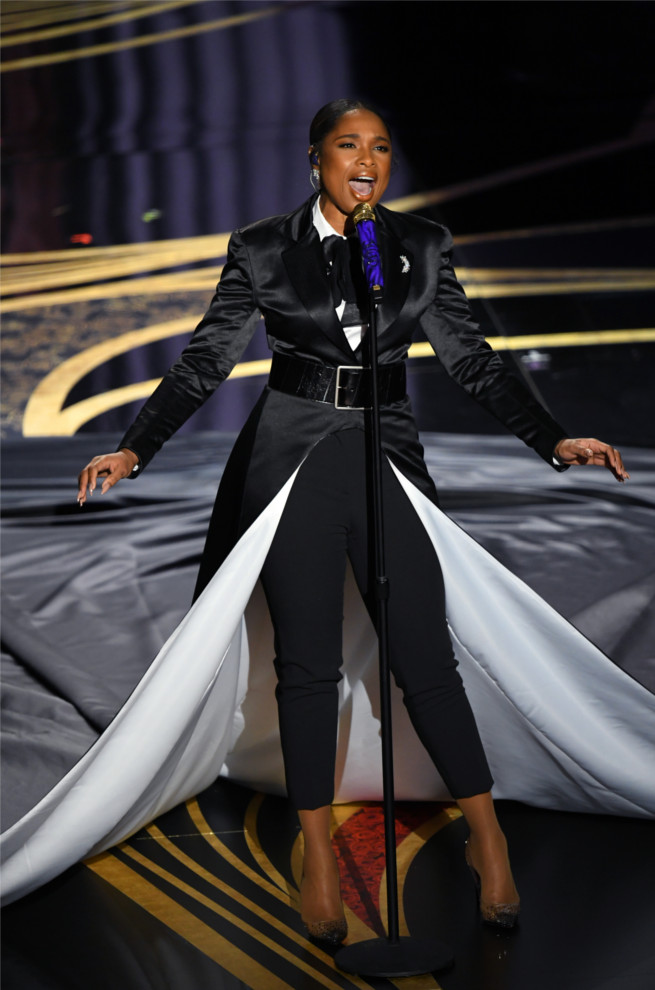 """Jennifer Hudson wears the beautiful Degrastrass for her performance """"I'll Fight"""", Nominated for Best Original Song."""