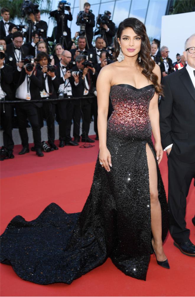 Priyanka Chopra magnificent in So Kate